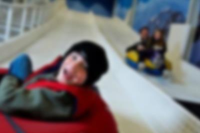 Prova kälkbacken inomhus i Winter World på Lalandia i Billund