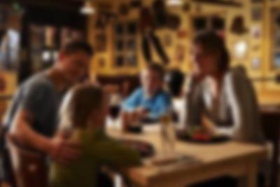 Njut av en härlig middag på restaurang Bone's på Lalandia